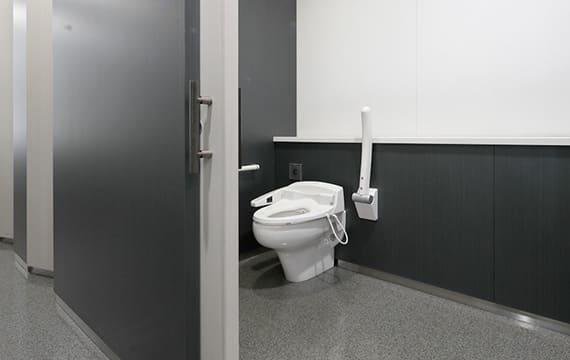一般トイレ内で車いす使用者が使えるトイレ
