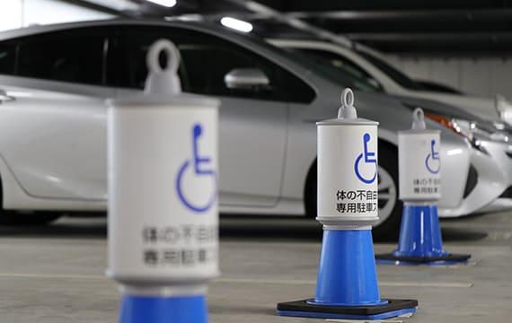 車いす使用者専用の駐車スペース
